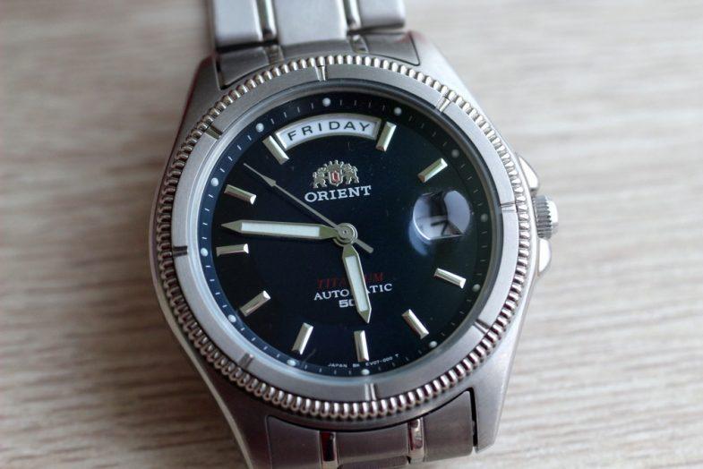Orient CEV 07002D. Просто титановые часы в стиле day/date