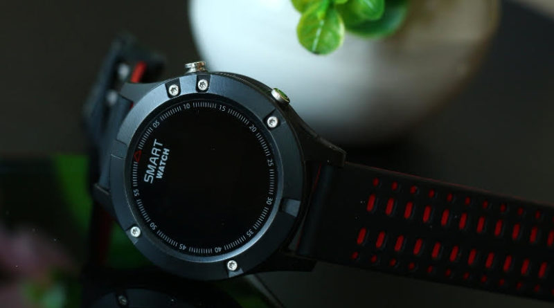 GPS, измерение температуры в режиме реального времени, высотомер, мощная батарея