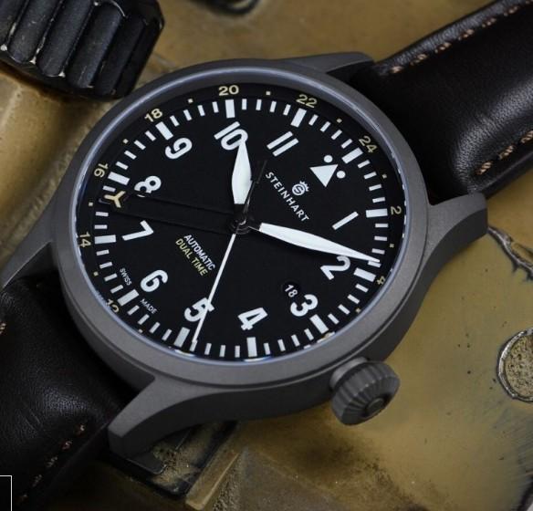 Steinhart Nav.B-Uhr 44 Dual Time Titanium