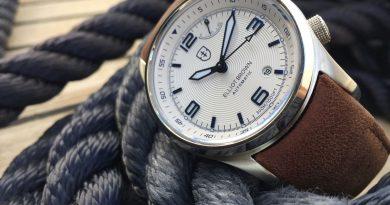Часы Elliot Brown