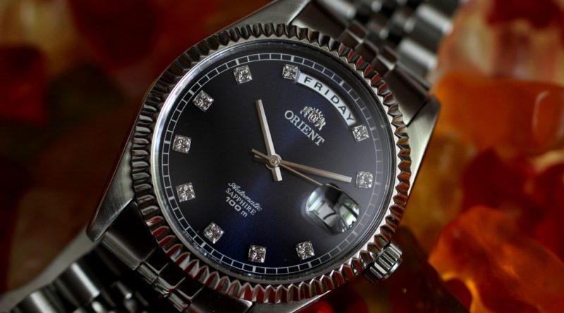 Обзор часов Orient CEV0J003DY. В стиле day/date