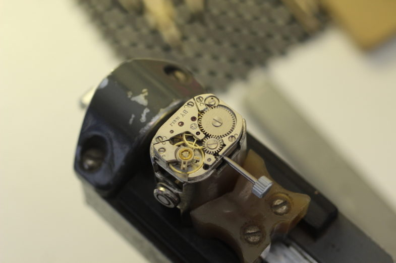 завод часы луч