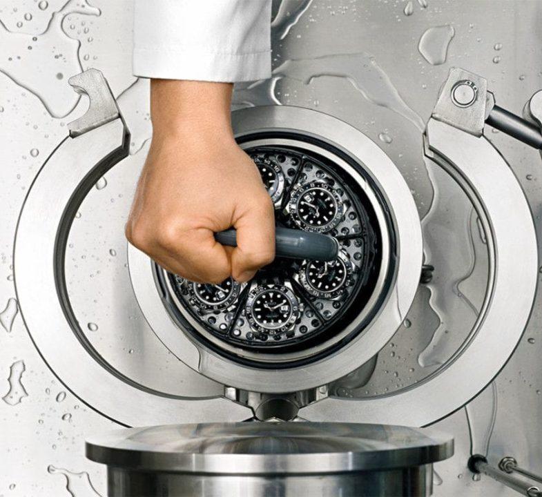 Как Rolex тестирует свои дайверские часы