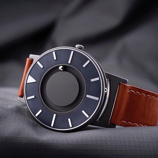необычными часами из магазина TicTacToy.ru