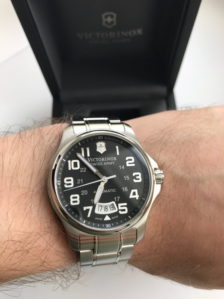 Victorinox Swiss Army Classic Officer's - идеал за 0