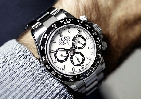 Реплика, фейк, дубликат. Почему не стоит покупать поддельные часы?
