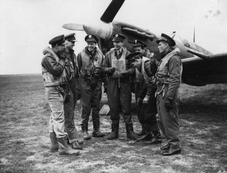 Бронзовая лимитка AVI-8 в честь американских пилотов-добровольцев