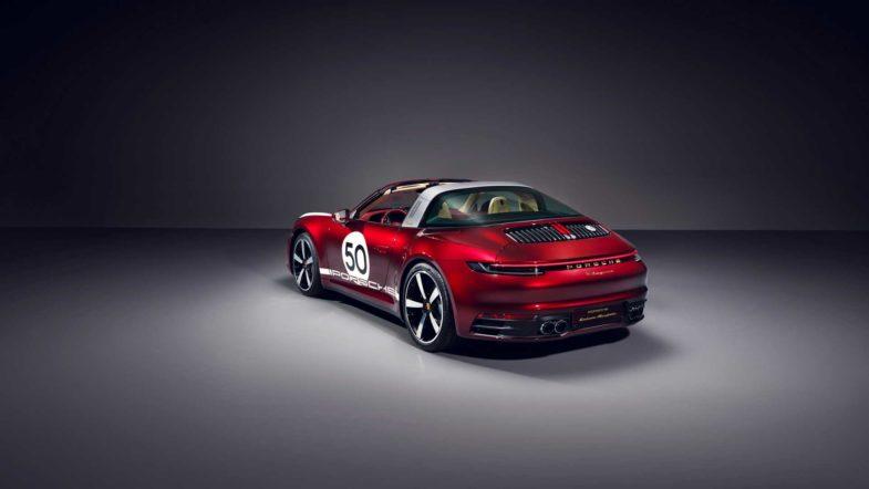 Часы Porsche, эксклюзивно для покупателей коллекционного автомобиля