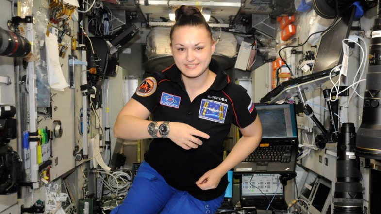 Часы экипажа Crew Dragon Илона Маска